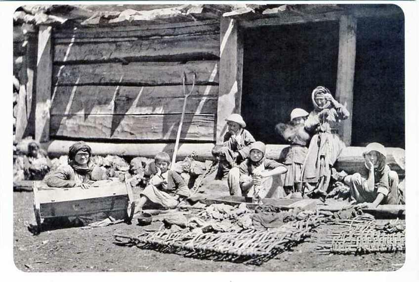 Стирка белья. Баксанское ущелье. Конец XIX века