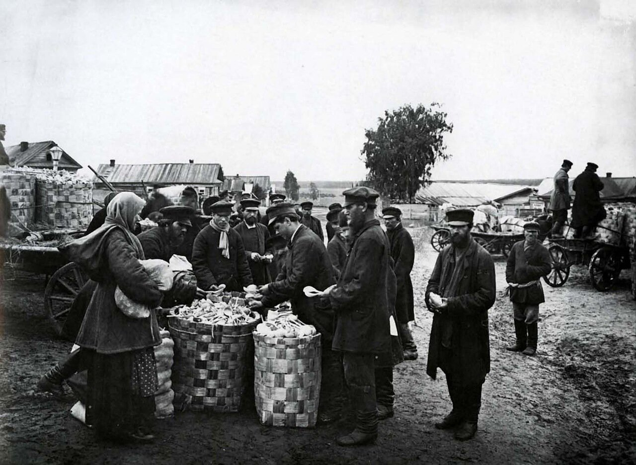 Ложкарный базар в городе Семенове. 1897 г.