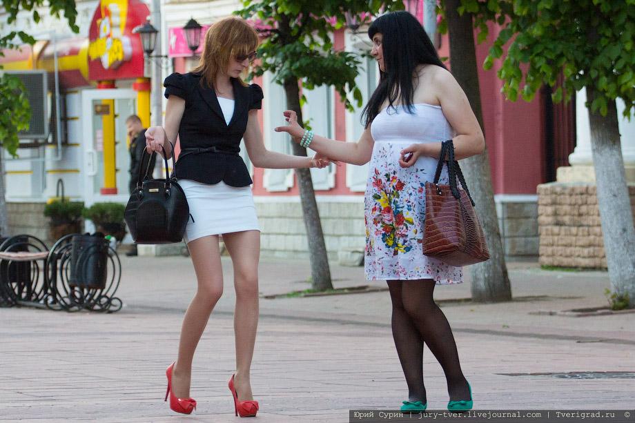 Короткие Юбки На Улицах