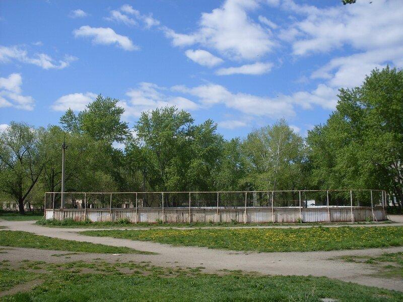 Городской пейзаж. Во дворе по ул.Комаровского.