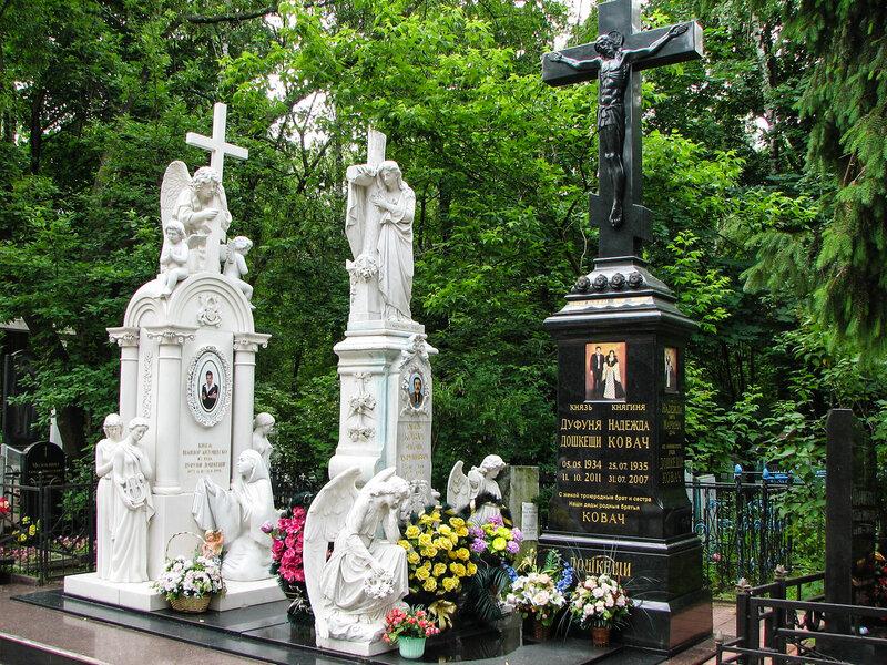 Цыганские памятники на кладбище фото заказать памятник в брянске цена ангел
