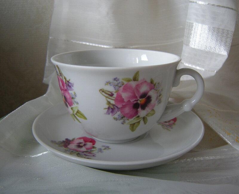 Чашка с анютиными глазками