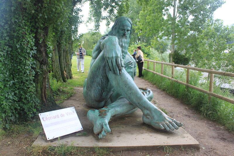 Амбуаз. Скульптура Леонардо да Винчи.