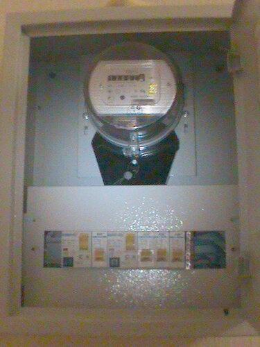 Фото 18. И вновь в результате короткого замыкания в электроплите срабатывает автомат в этажном щите.