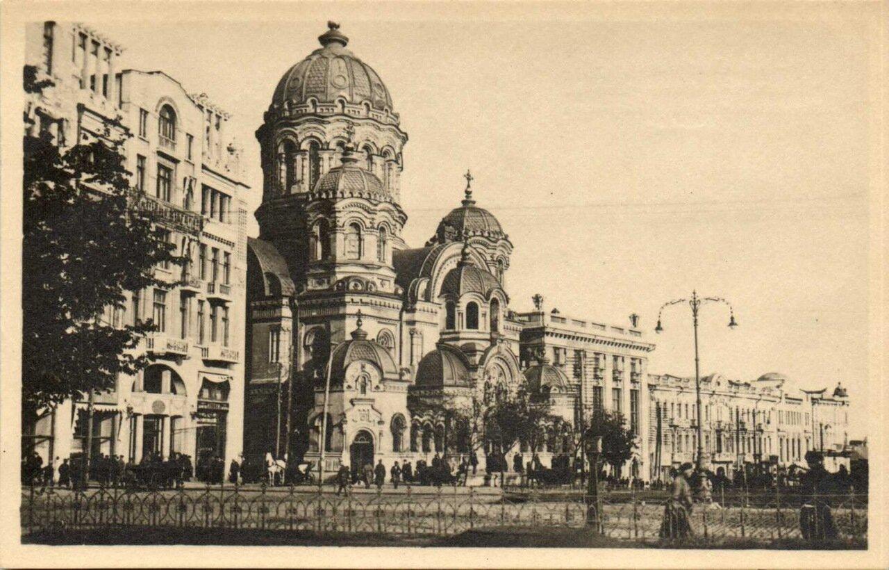 Николаевская церковь и гостиница Метрополь. 1918.