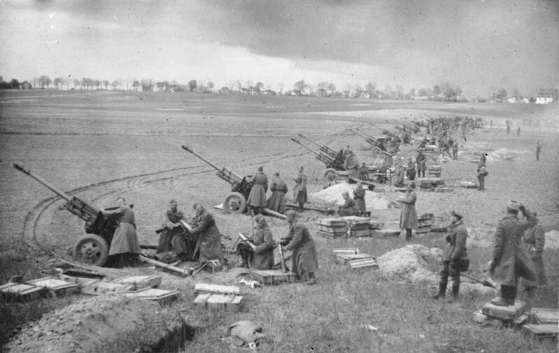 Soviet Artillery firing at germans positions (maybe Berlin), East Germany or Poland, marsh-april 1945.