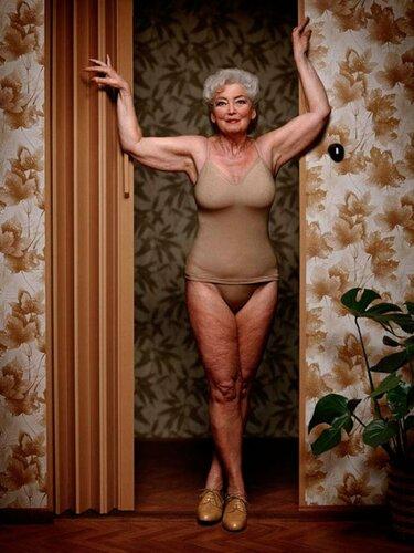 Скандальная фотосессия старушек в нижнем белье
