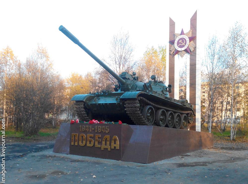 В поселке Палатке сооружен новый памятник Победе: танк на пьедестале!