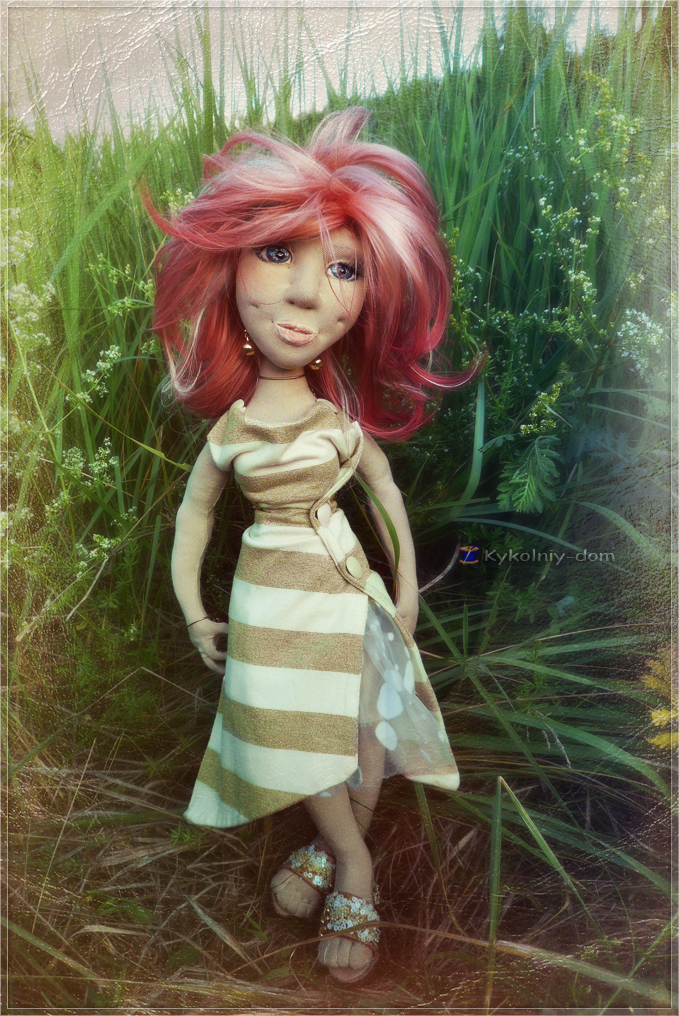портретная текстильная кукла по фото Кристина с одуванчиком и фотоальбомом