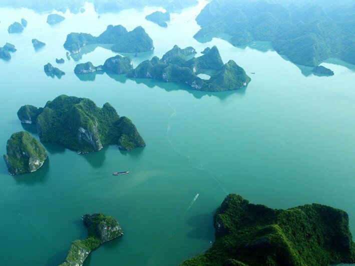 Халонг   одна из самых красивых бухт мира с высоты птичьего полёта