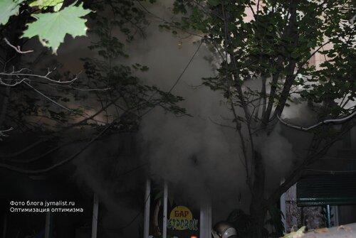 Взрыв и пожар в центре Луганска