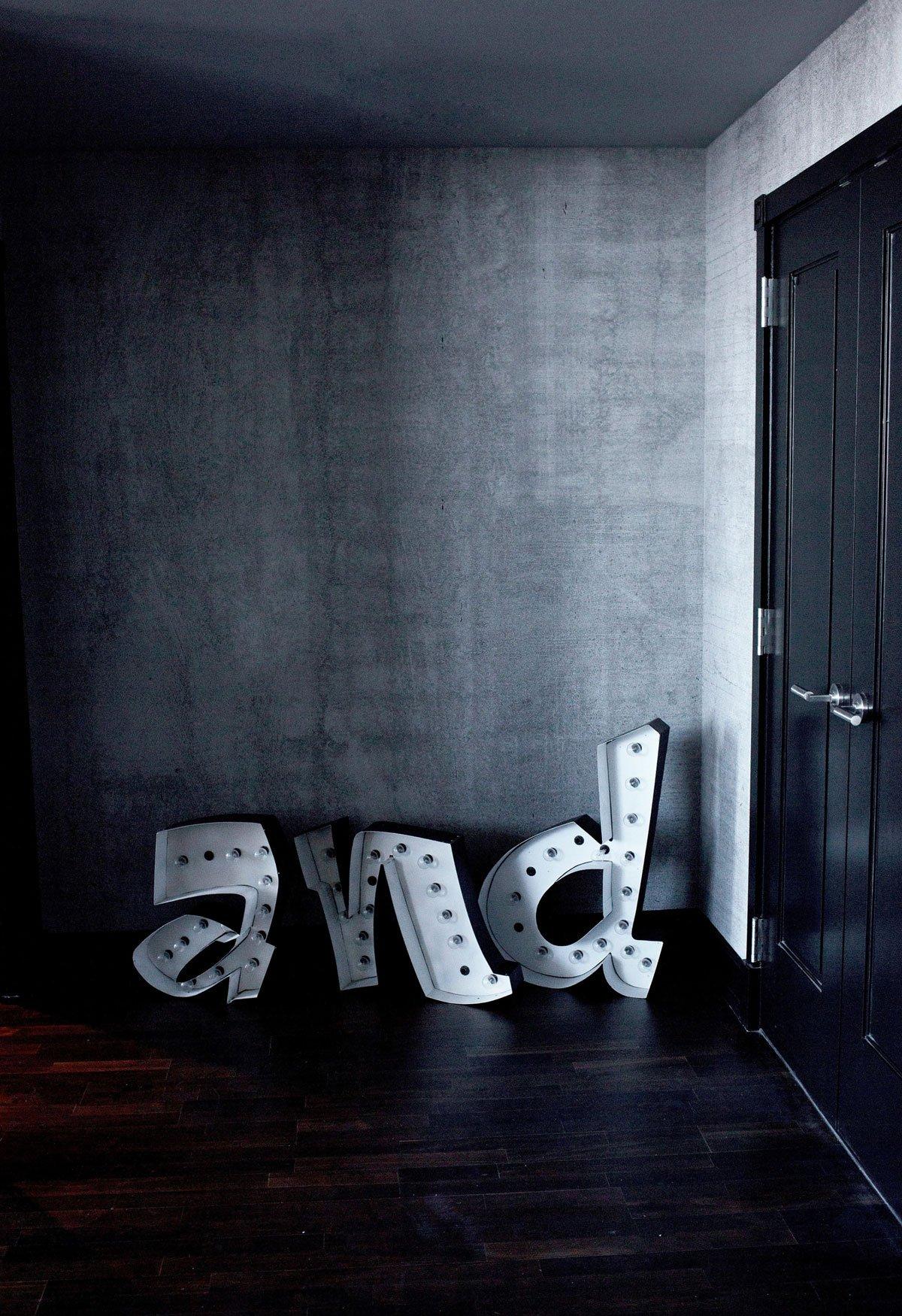 Acrila, Zaha Hadid Slamp, Yolo, Baxter, Irish Maschek, Abigail Abern, Voila Gallery, Vahallan, Irish Maschek, готический гламур, лофт, обзор лофта