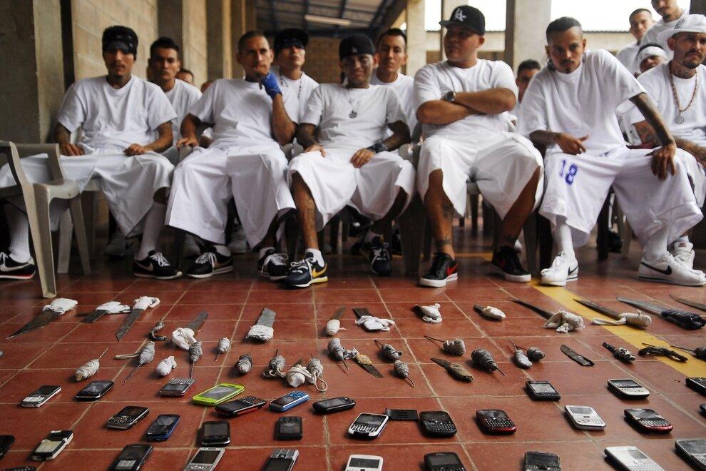 Члены уличной банды Mara 18, тюрьма Исалько, Сальвадор.