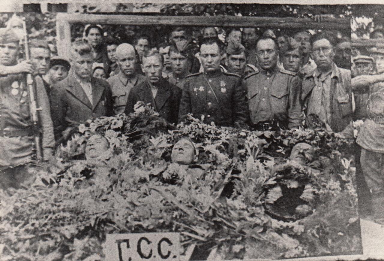 Похороны Героев Советского Союза Е.К.Кремлева, А.М.Птухина и ездового Подповитного в Липканах