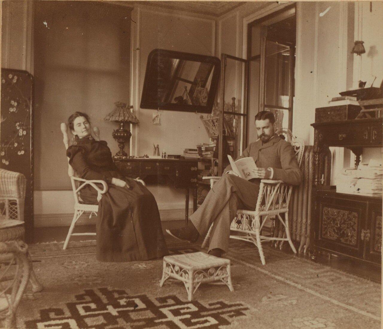 Элеонора и Фредерик Прэй на террасе дома. 1900