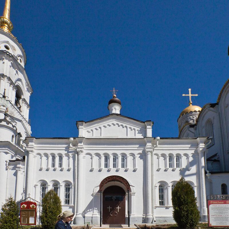 Георгиевский придел - Соединяет Успенский собор и колокольню