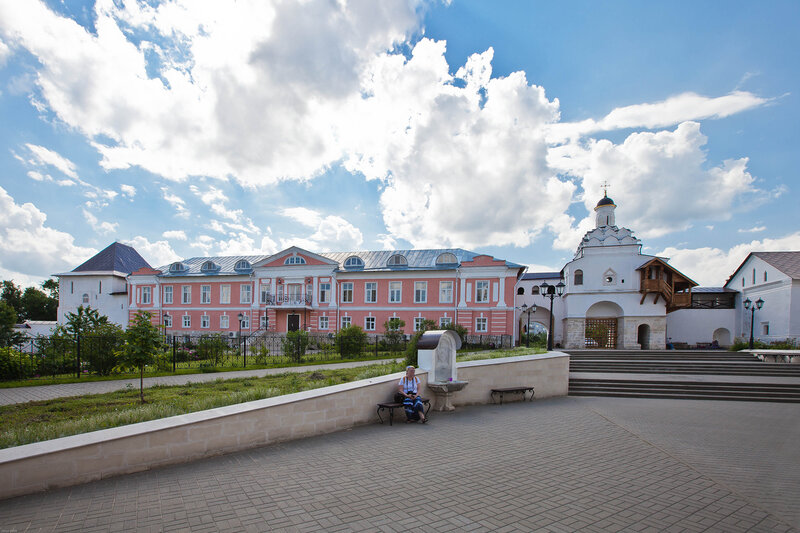 Внутренний двор монастыря - Введенский монастырь в Сепухове