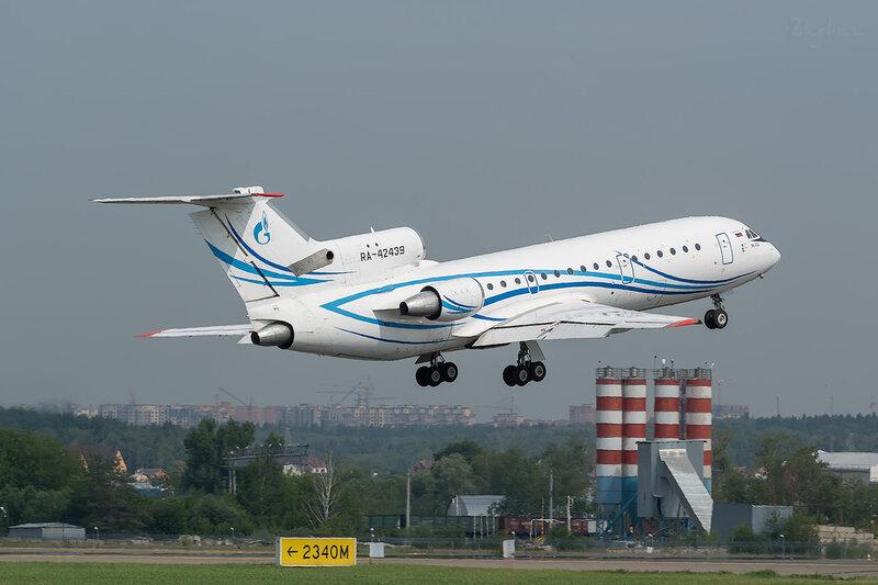 Яковлев Як-42Д (RA-42439) Газпром D801421