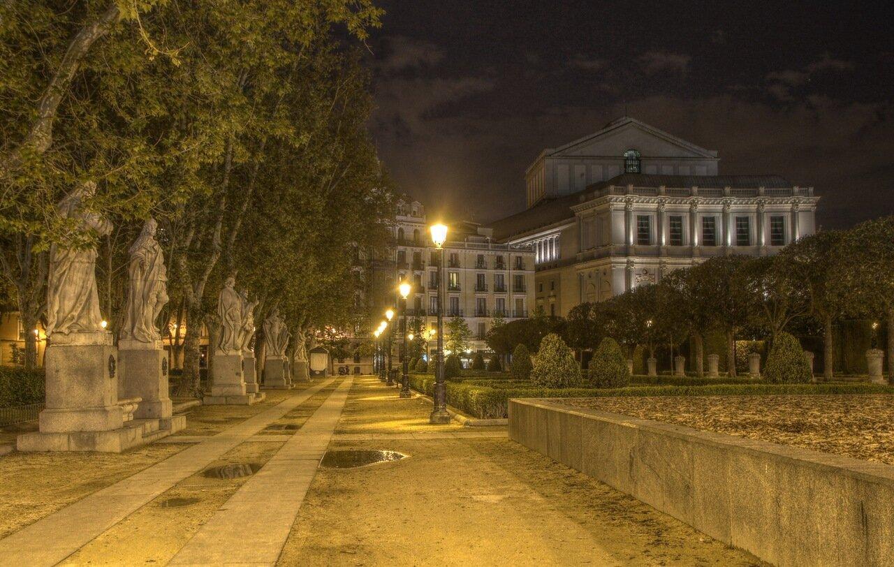 Ночной Мадрид в HDR. Скульптуры Пласа Ориенте и Королевский театр
