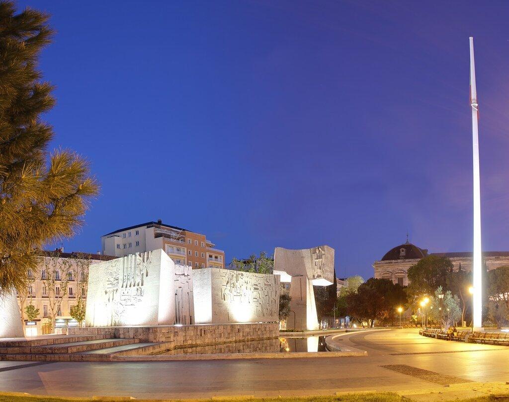 Ночной Мадрид. Сад Дескубримиенто (Jardines del Descubrimiento). Памятник открытию Америки