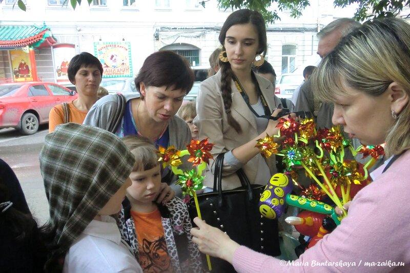 'Веселый паровозик' сказочных персонажей, Саратов, 01 июня 2013 года