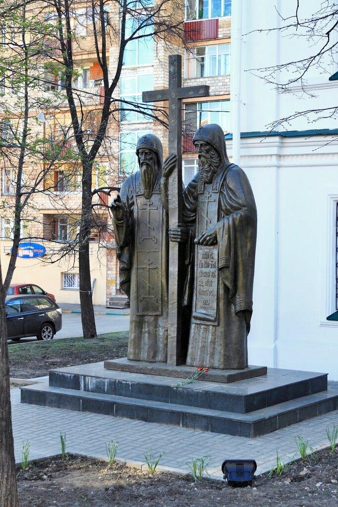 Памятник преподобным Макарию Желтоводскому и Евфимию Суздальскому