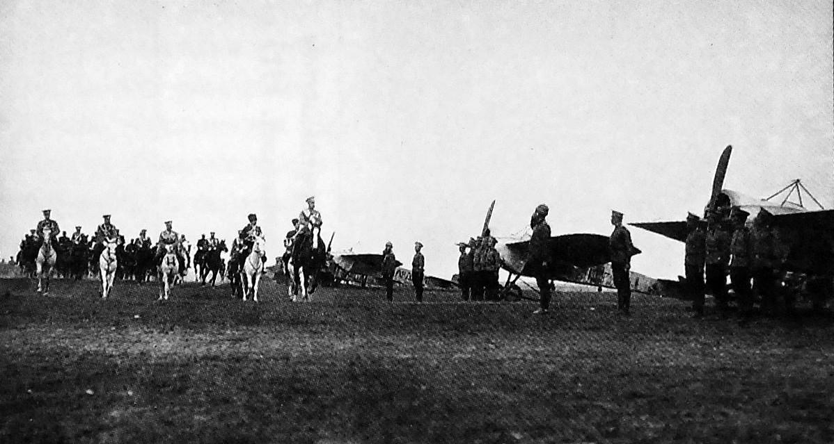 Первый в России царский смотр военно-воздушных сил и воздушный парад. Красное Село. 18 июля 1913 г..jpg