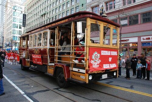 Экскурсионный автобус в стиле Cable car