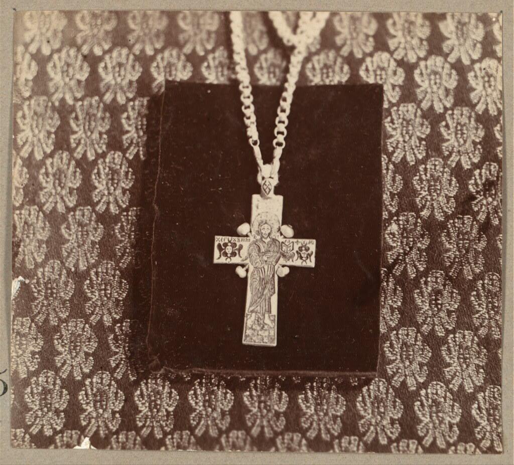Наперсный крест царя Алексея Михайловича.