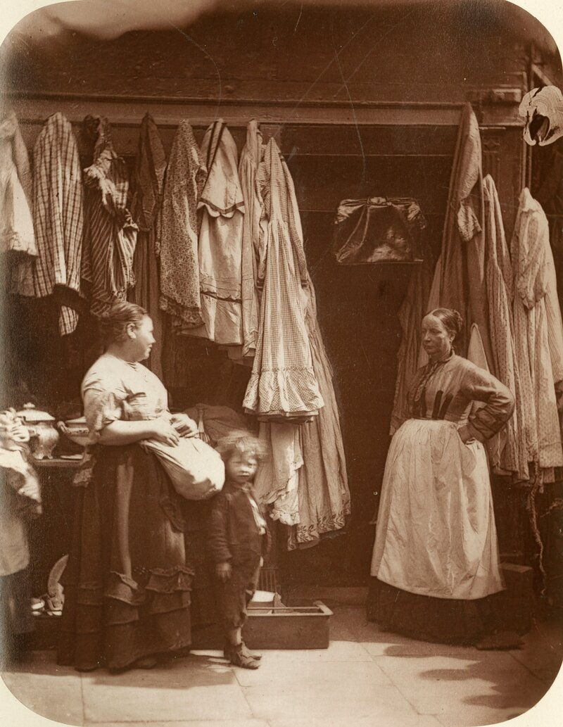 Торговка подержанной одеждой