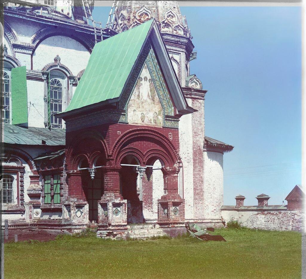 Южное крыльцо церкви Иоанна Златоуста. Ярославль, 1911 г.
