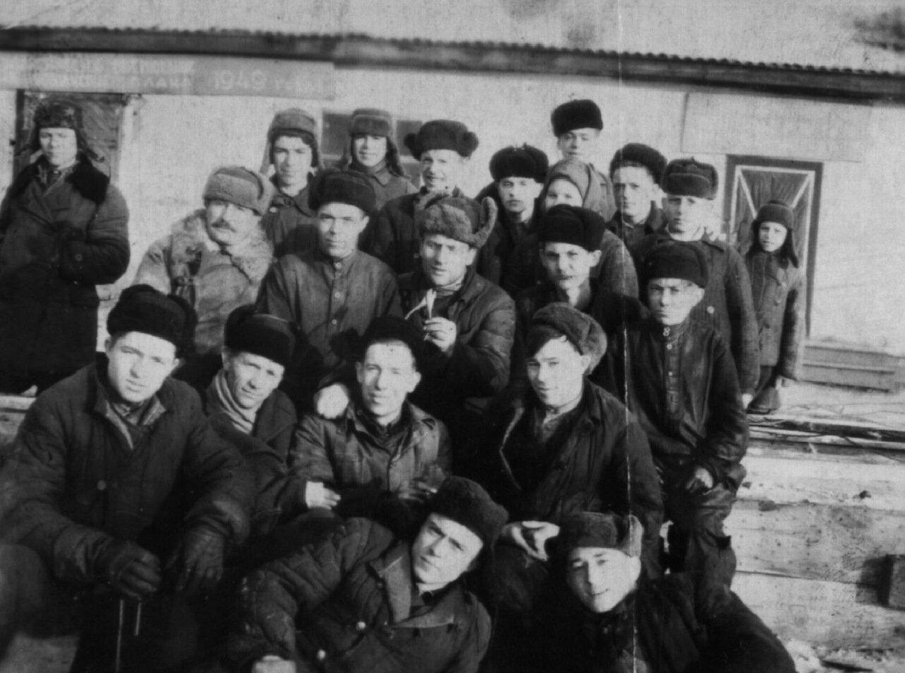 1949. Слесари Спецконторы по тушению подземных пожаров