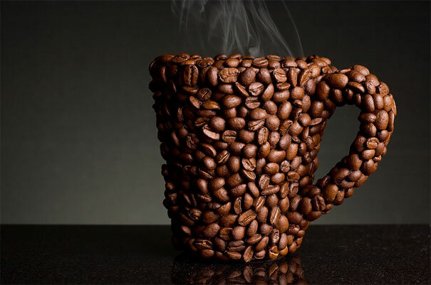 Кружка, полностью выполненная из кофейных зерен