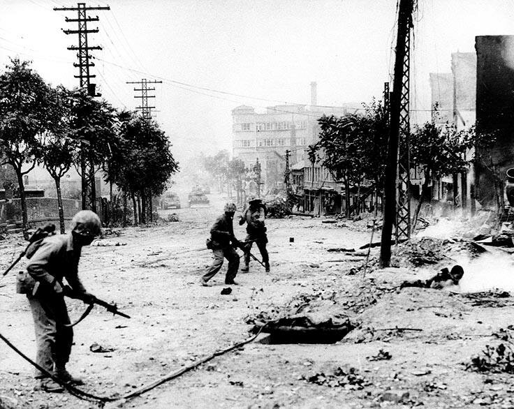 U.S. Marines engaged in urban warfare during the battle for Seoul in late September 1950