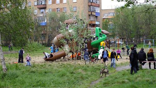 Фотография Инты №4620  Детская площадка, установленная во дворе Мира 33 18.06.2013_14:54
