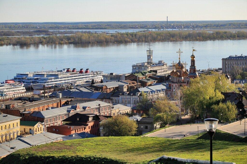 """Вид на речной вокзал """"Нижний Новгород"""" и Строгановскую церковь"""