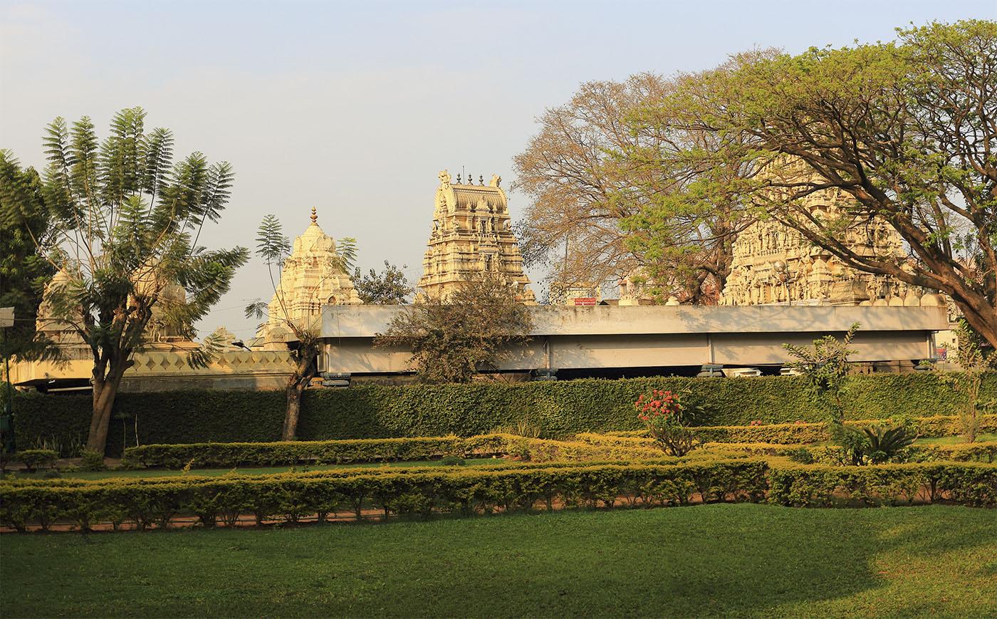 Фото 15. Храм у дворца Шрирангапатнаме (Srirangapatnam) в Бангалоре
