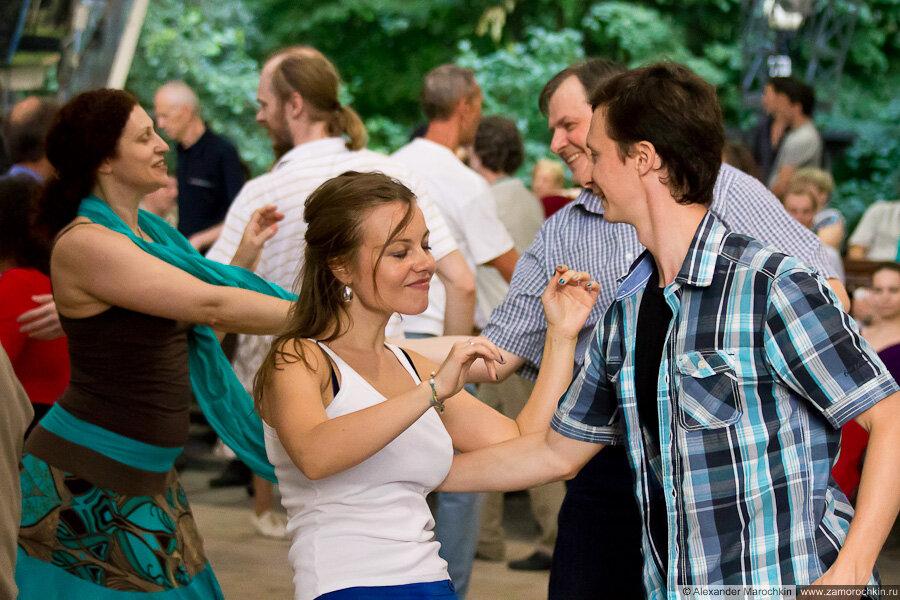 Танцы в Екатерининском парке г. Москва