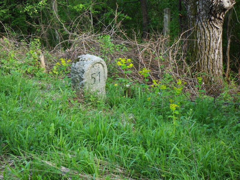 старинный километровый столб