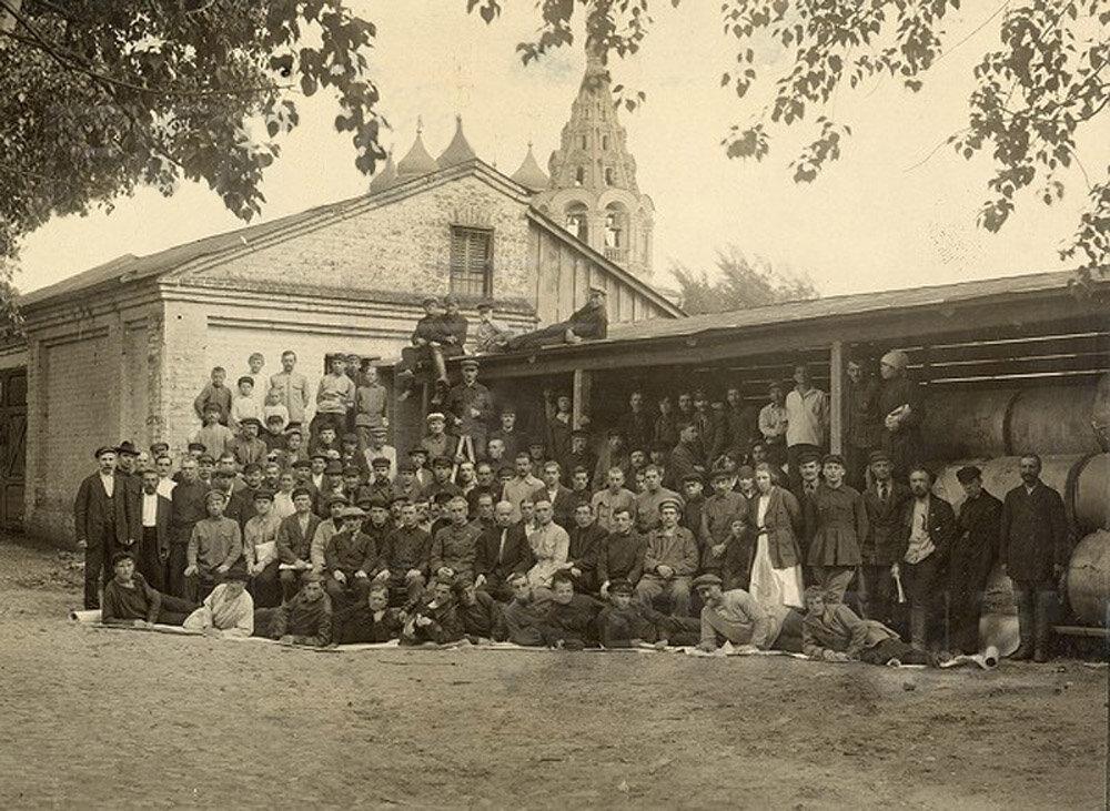 1924. Группа работников типографии Н.Т.Г.Строй. Москва