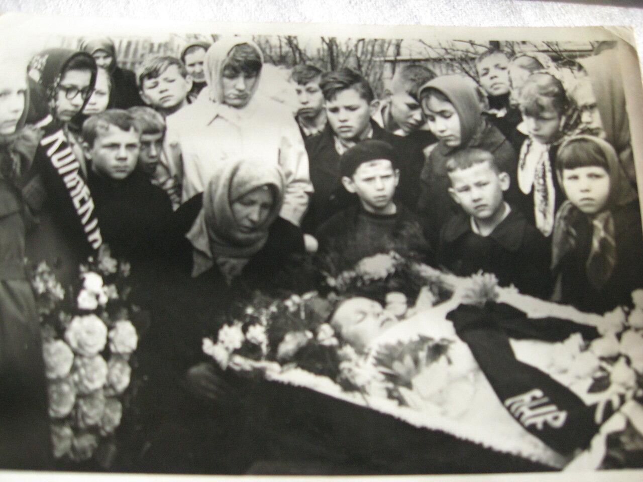 Прощание с Женей Отмаховым. Йошкар-Ола.1966.