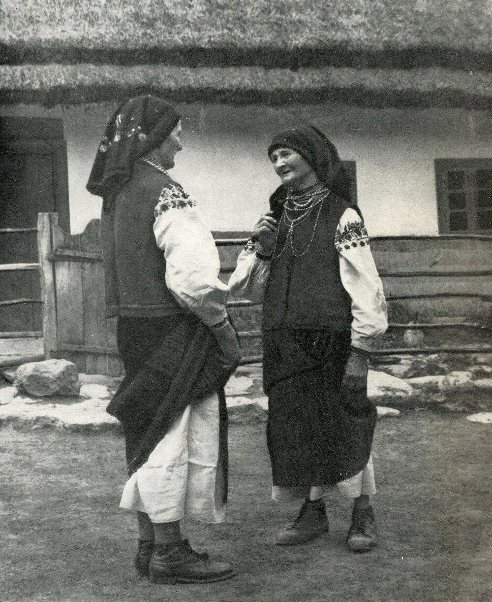 Пожилые женщины. Село Гораев Старо-Ушицкого р-на Хмельницкой обл.