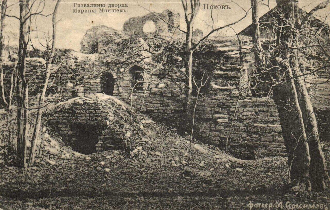 Развалины дворца Марины Мнишек