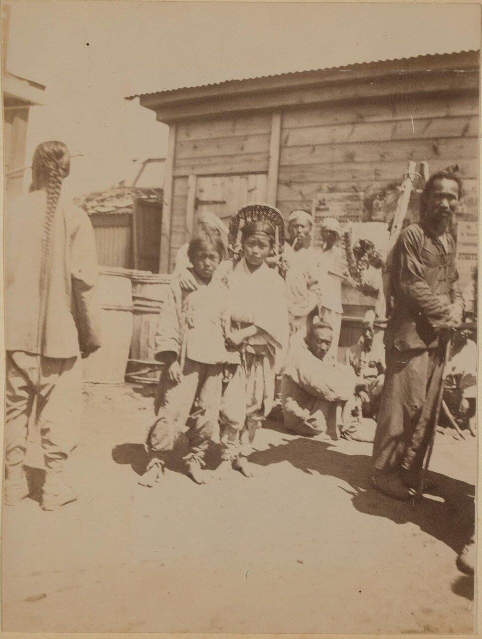 Корейские и китайские дети на местном рынке. 1899