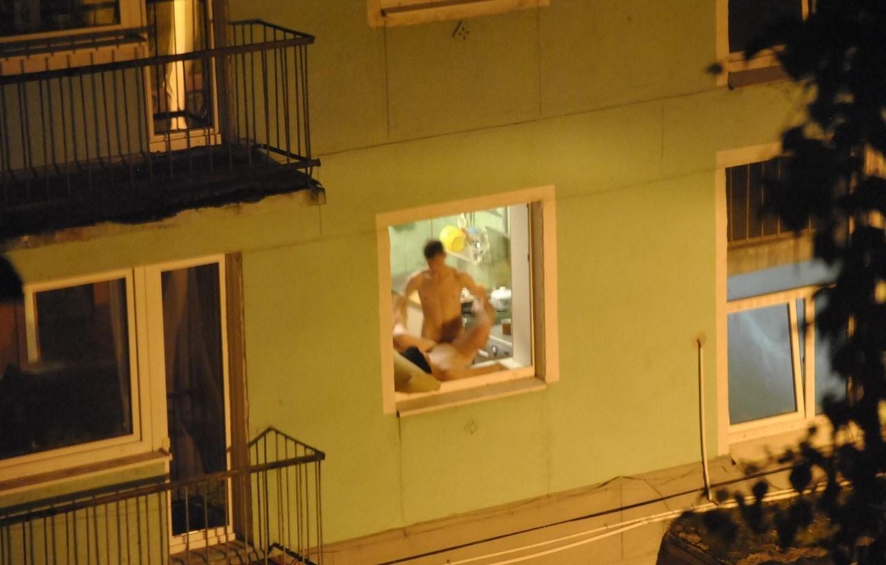 Через окно машин домов подгладивание порно 27 фотография