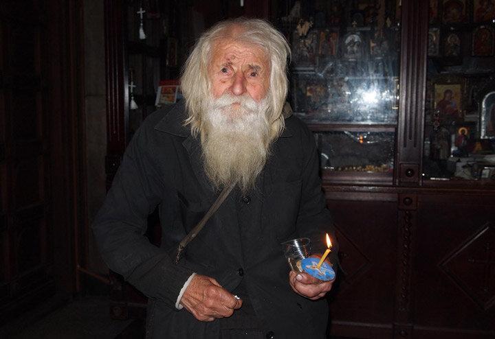 Дедушка Добри (98-летний нищий благотворитель)