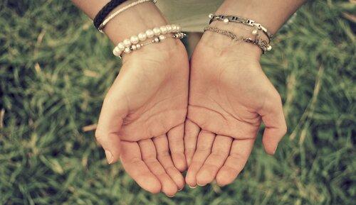Нет милее, добрее и ласковее твоих нежных, родных рук!