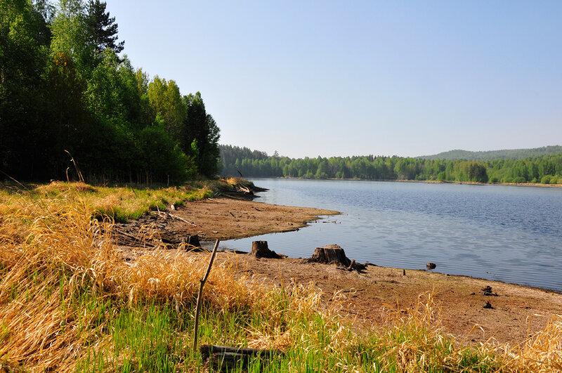 Водохранилище расположено в горах, поэтому такой неравильной формы (27.06.2013)