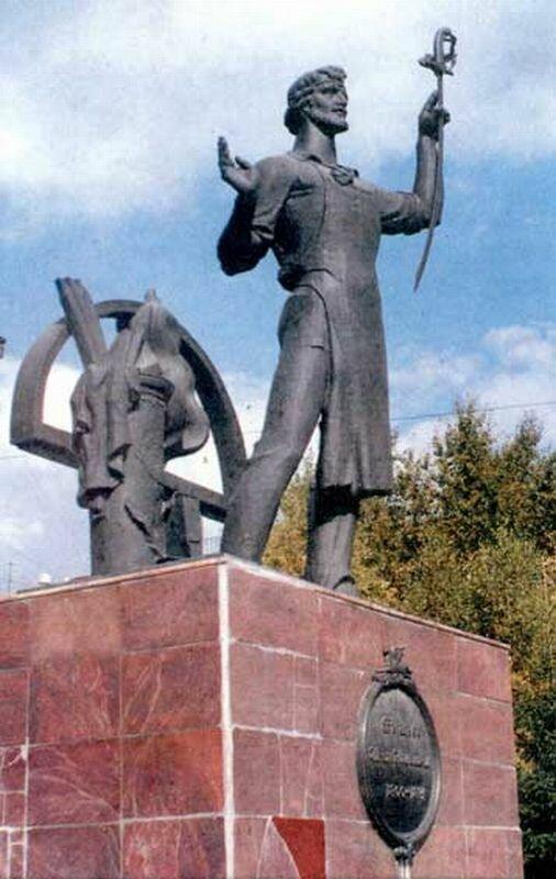 Памятник Бушуеву Ивану Николаевичу (27.05.2013)