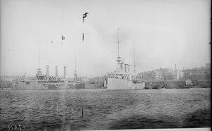 1919. Британский крейсер Кент и американский корабль в порту Владивостока